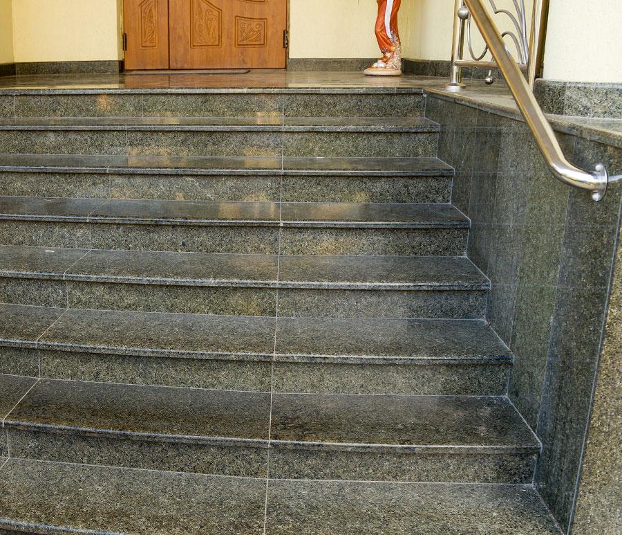 granitowe-stopnie-schodow